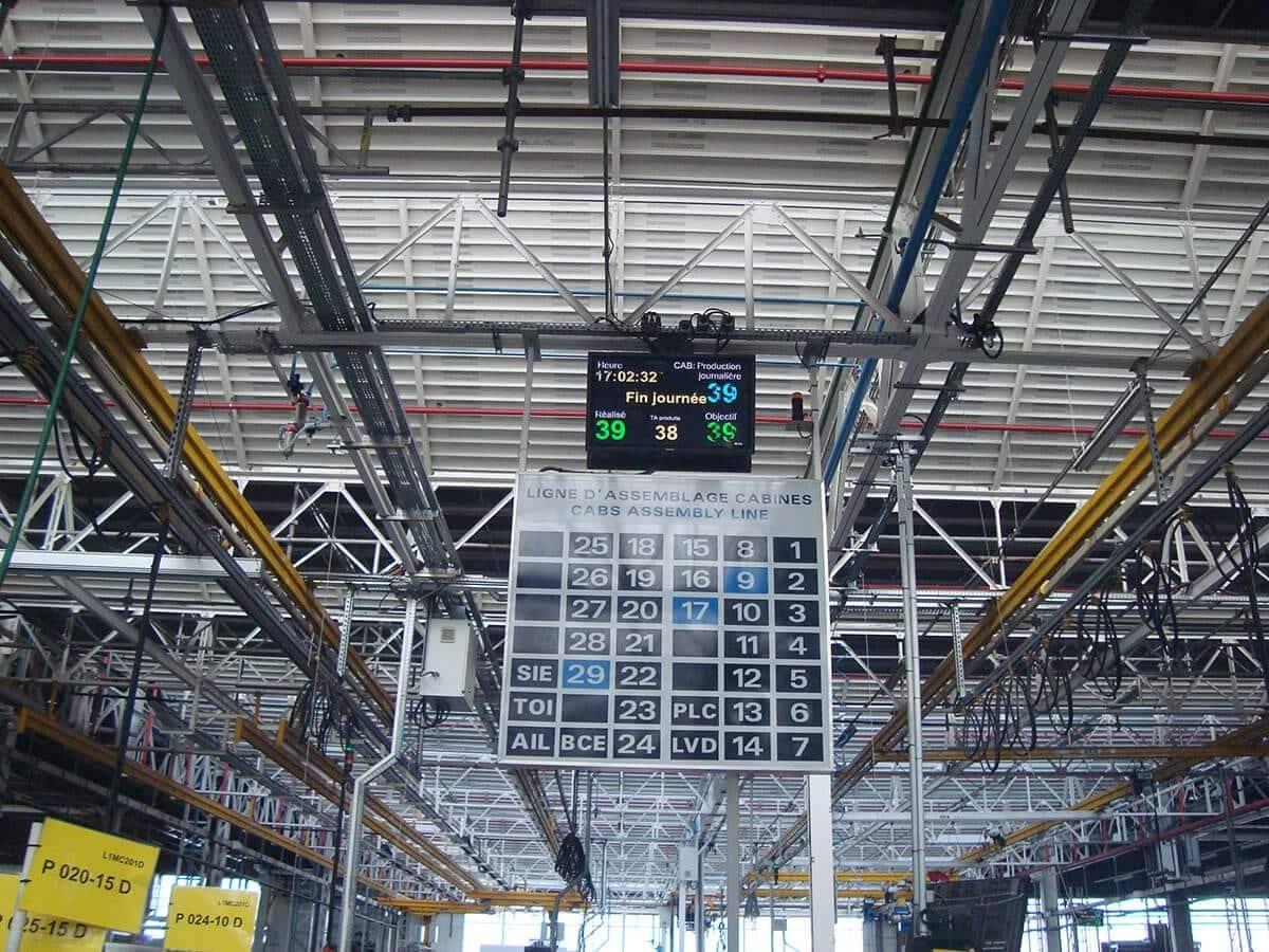 L'ancien et le nouvel affichage andon de l'usine CLAAS du Mans
